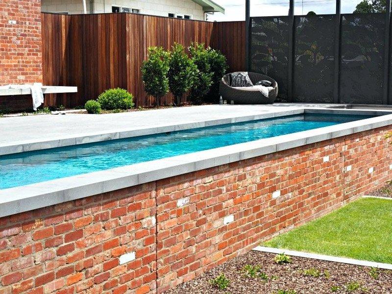 Строительство бассейна из кирпича